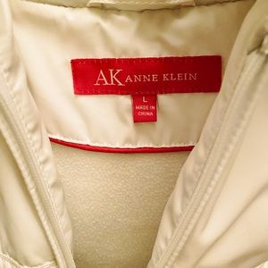 Anne Klein Jackets & Coats - Anne Klein puffer jacket with removable fox collar